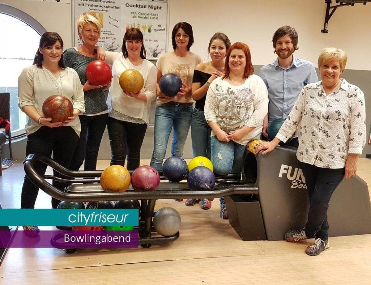 Gemeinsamer Team-Bowlingabend